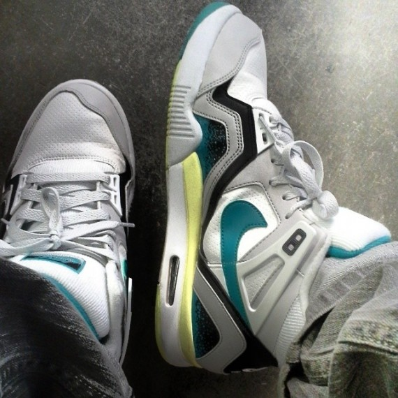 nike-air-tech-challenge-ii-white-teal-neon-first-look