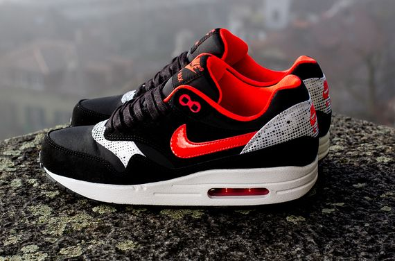 nike-wmns-air-max-1-saint-valentines-day-1