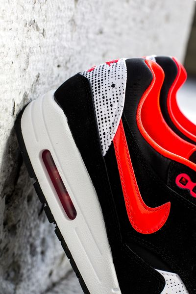 nike-wmns-air-max-1-saint-valentines-day-4