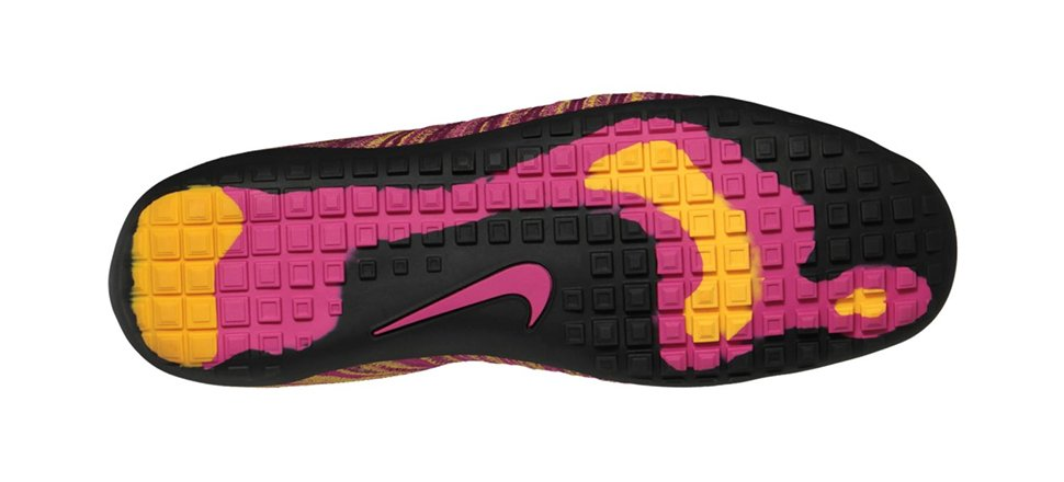 nike-wmns-free-hyperfeel-fireberry-black-raspberry-red-laser-orange-now-available-3