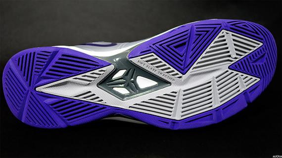 nike-zoom-kobe-venomenon-4-metallic-silver-purple-3