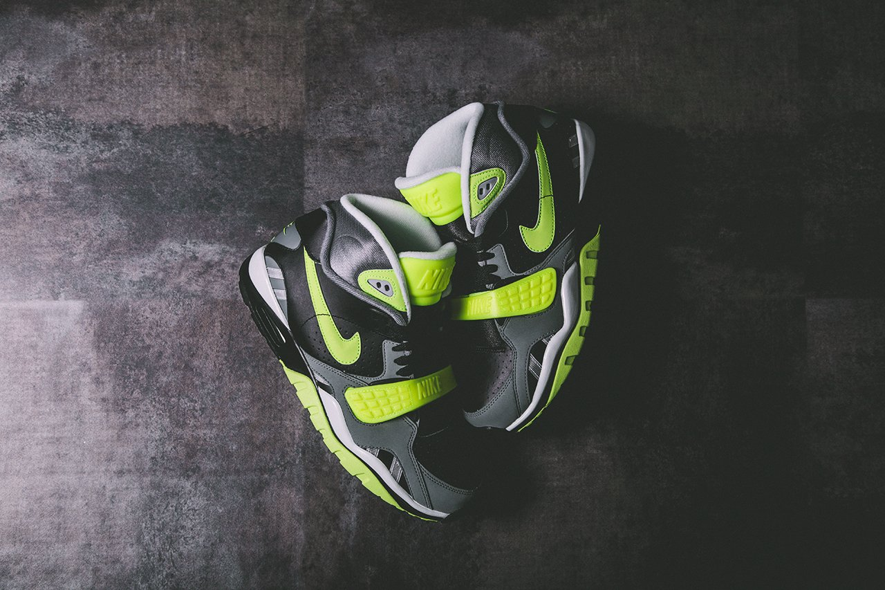release-reminder-nike-air-trainer-sc-ii-black-cool-grey-volt-2