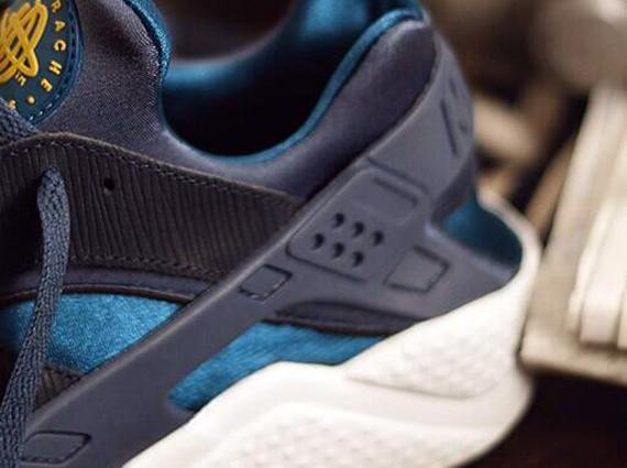 Size? x Nike Air Huarache Army and Navy Teaser
