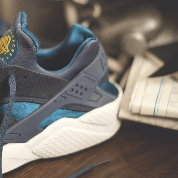 Size? x Nike Air Huarache Army and Navy Teaser