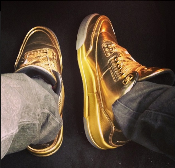 Usher Rocks His Gold-Edition Air Jordan 3