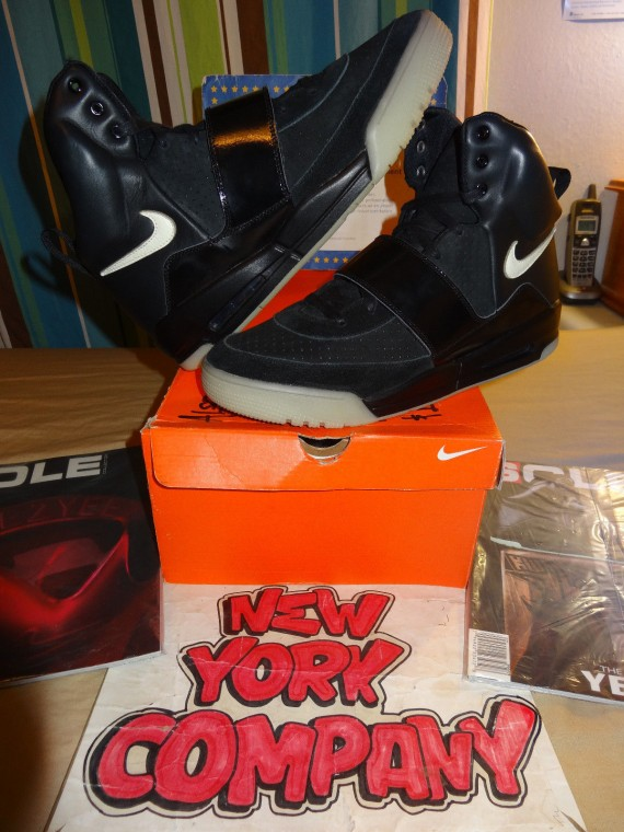 Babosa de mar malta pelota  Nike Air Yeezy 'Black/Black' Sample on eBay | SneakerFiles