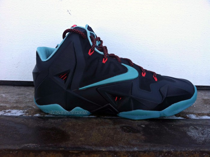 nike-lebron-xi-11-black-diffused-jade-light-crimson-jade-glaze-new-images-1