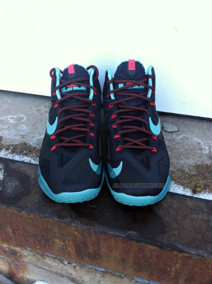 nike-lebron-xi-11-black-diffused-jade-light-crimson-jade-glaze-new-images-3