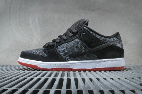 nike-sb-dunk-low-premium-black-university-red-metallic-gold