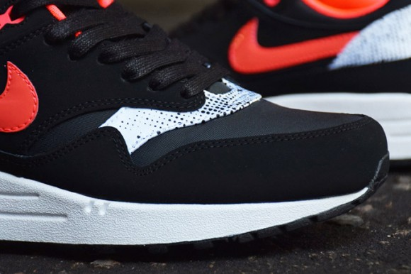 nike-wmns-air-max-1-queen-of-hearts