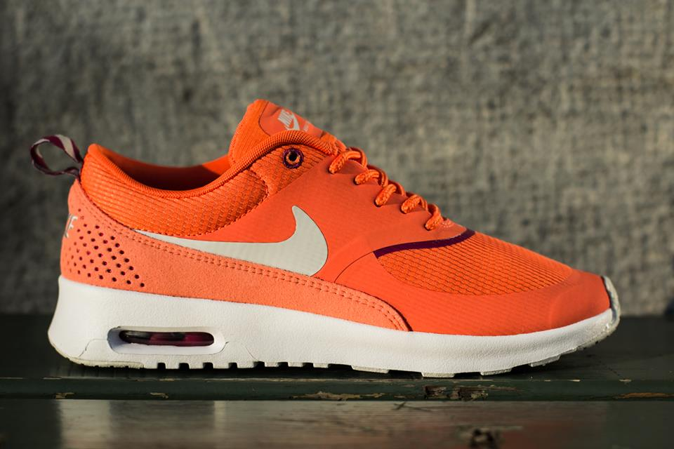 Nike Air Max Thea Magenta Clair / Blanc / Orange, Gazon