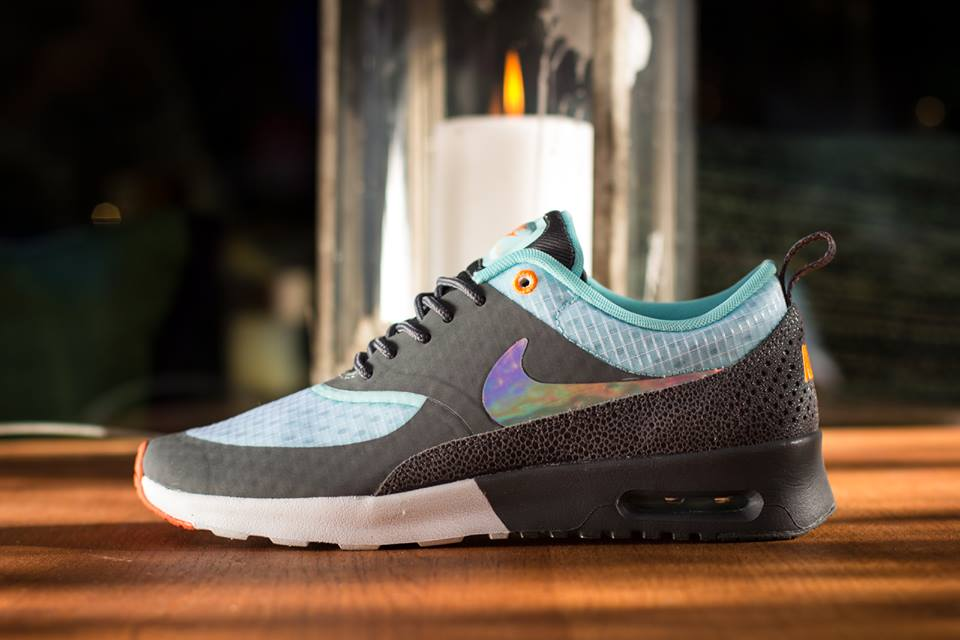 nike-wmns-air-max-thea-white-metallic-silver-dark-grey-glacier-1