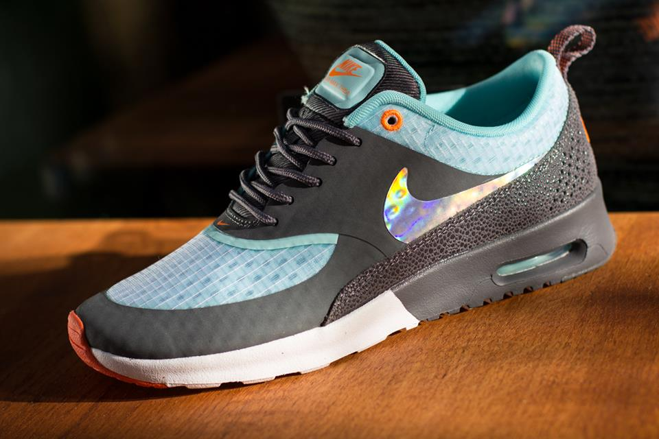 nike-wmns-air-max-thea-white-metallic-silver-dark-grey-glacier-2