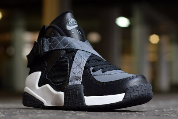 Nike Air Raid in Black/White-Flint Grey (More Detailed Pics)