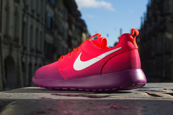 Nike Wmns Roshe Two Atomic Pink Sneak a Venue