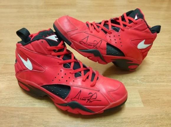 Nike Air Flight Maestro 2 Scottie Pippen Autographed All