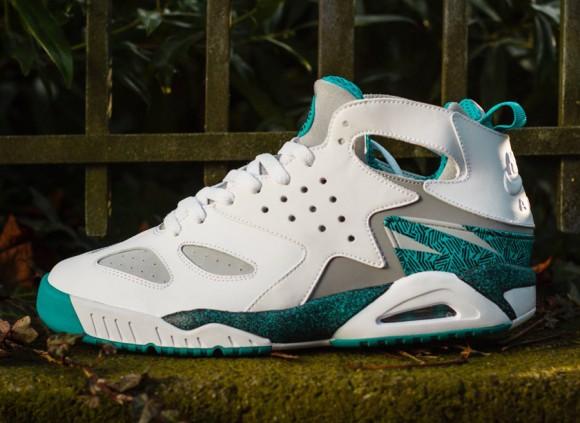 "Nike Air Tech Challenge Huarache ""Turbo Green"" | SneakerFiles"