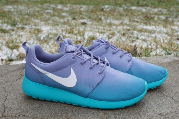 Nike WMNS Roshe Run Print Gradient Now Available