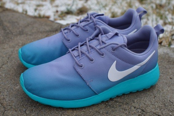 nike purple blue roshe