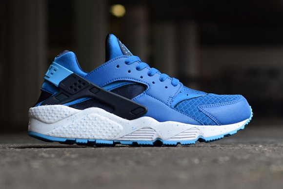 blue huaraches