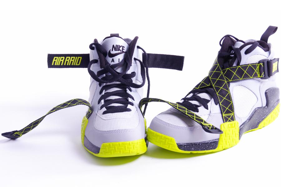 nike-air-raid-wolf-grey-white-venom-green-3