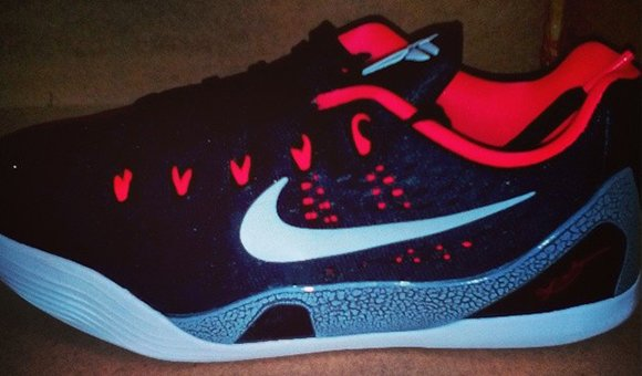 check out 694a4 2b3c3 Nike Kobe 9 EM Low GS Black / Laser Crimson | SneakerFiles
