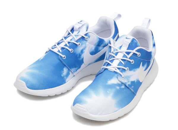 nike-roshe-run-blue-sky-1