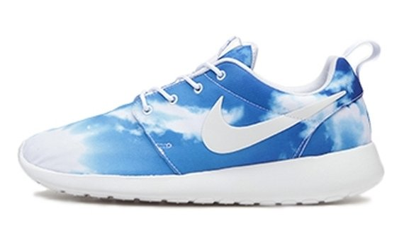 nike-roshe-run-blue-sky-2