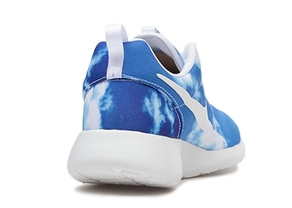 nike-roshe-run-blue-sky-3