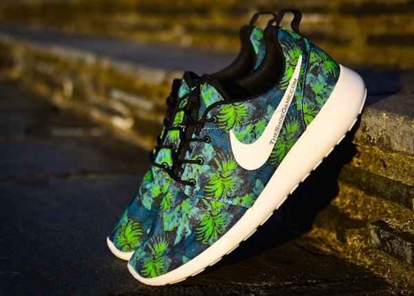 nike roshe run poison green