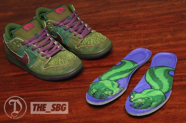 nike-sb-dunk-low-skunk-custom-2