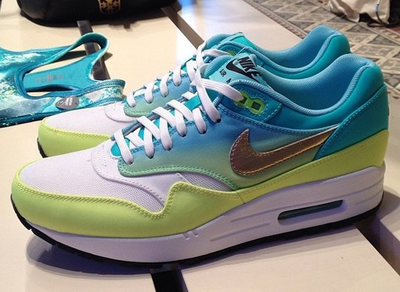 nike-wmns-air-max-1-world-cup-country-pack-1