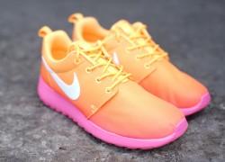 Nike WMNS Roshe Run Print 'Atomic Mango/White-Pink Glow'