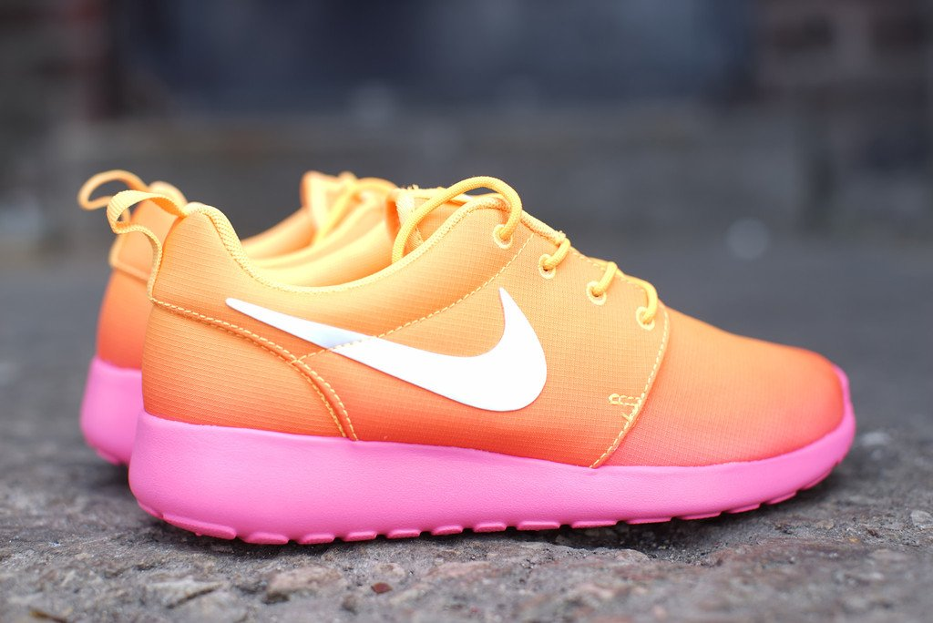 Nike Wmns Roshe Run Hyperfuse Tonal Sail Medium Orewood Brown