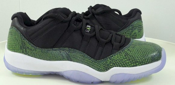 f5325f3297c7 Video  Air Jordan 11 Low Nightshade - Green Snake