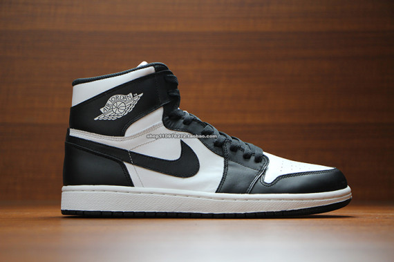 air-jordan-1-high-og-black-white-1