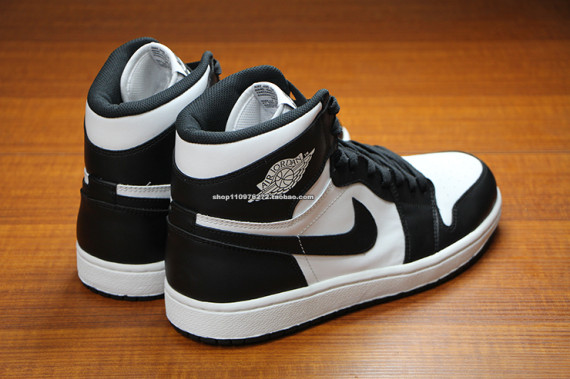 air-jordan-1-high-og-black-white-4