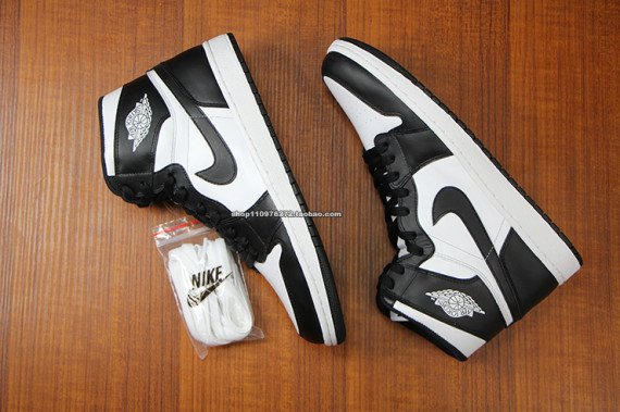 air-jordan-1-high-og-black-white-5