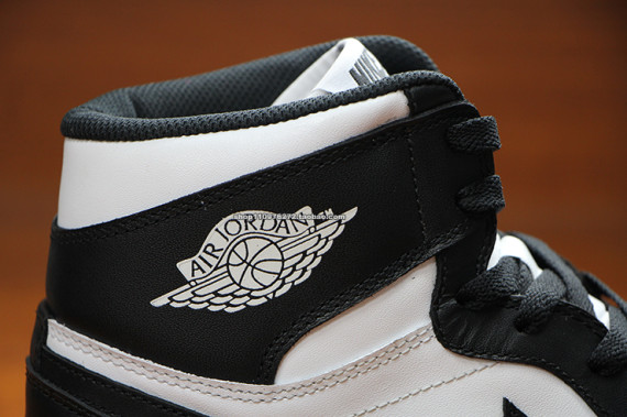 air-jordan-1-high-og-black-white-7
