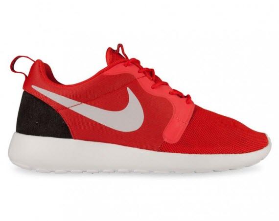 0561db33a203 Nike Roshe Run Hyperfuse  Light Crimson Platinum