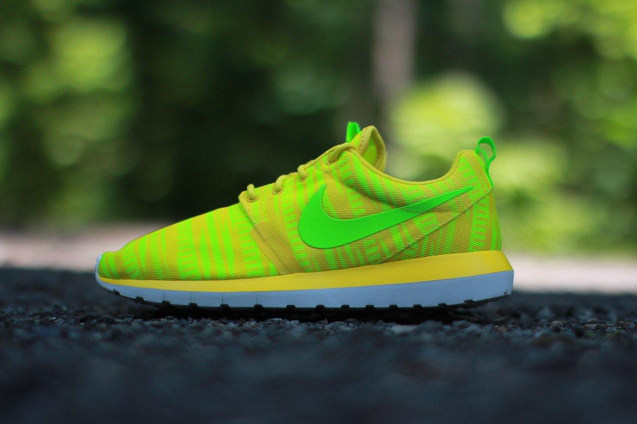 nike-roshe-run-nm-br-charm-yellow-electric-volt-1