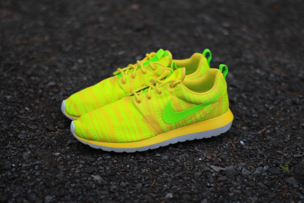 nike-roshe-run-nm-br-charm-yellow-electric-volt-2