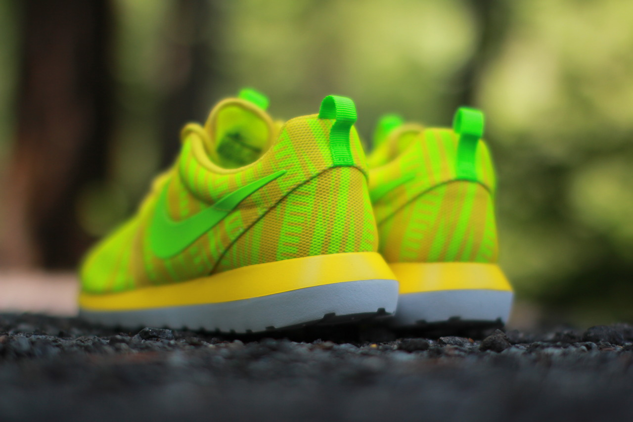 nike-roshe-run-nm-br-charm-yellow-electric-volt-3