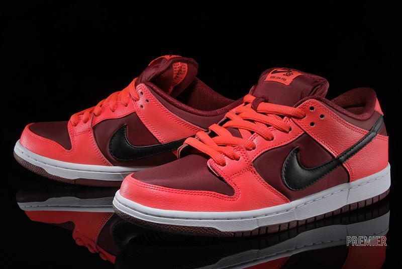 Nike Dunk Sb Milieu Du Sport Métallique Rouge Vs Rouge