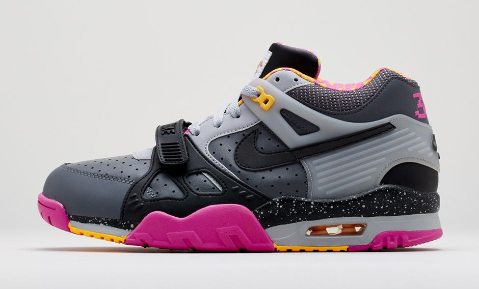 release-reminder-nike-air-trainer-ii-prm-bo-knows-horse-racing-2