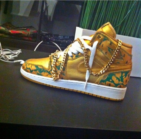 air-jordan-1-scratch-off-customs-by-noldos-customs