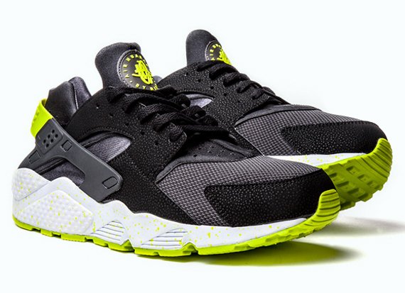 nike-air-huarache-black-venom-green-1