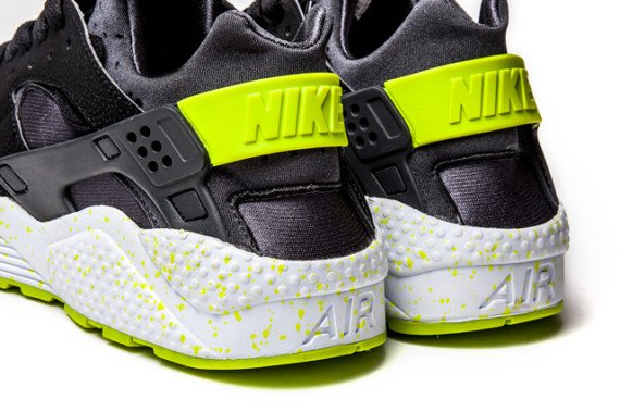 nike-air-huarache-black-venom-green-3