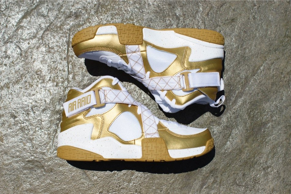 nike-air-raid-metallic-gold-white-release-date-info-1