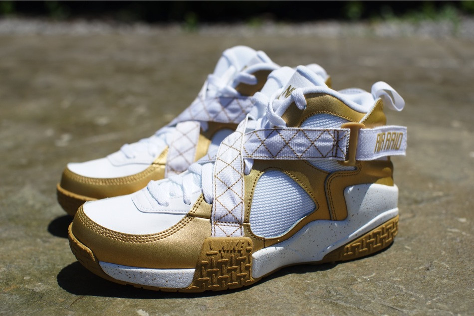 nike-air-raid-metallic-gold-white-release-date-info-3